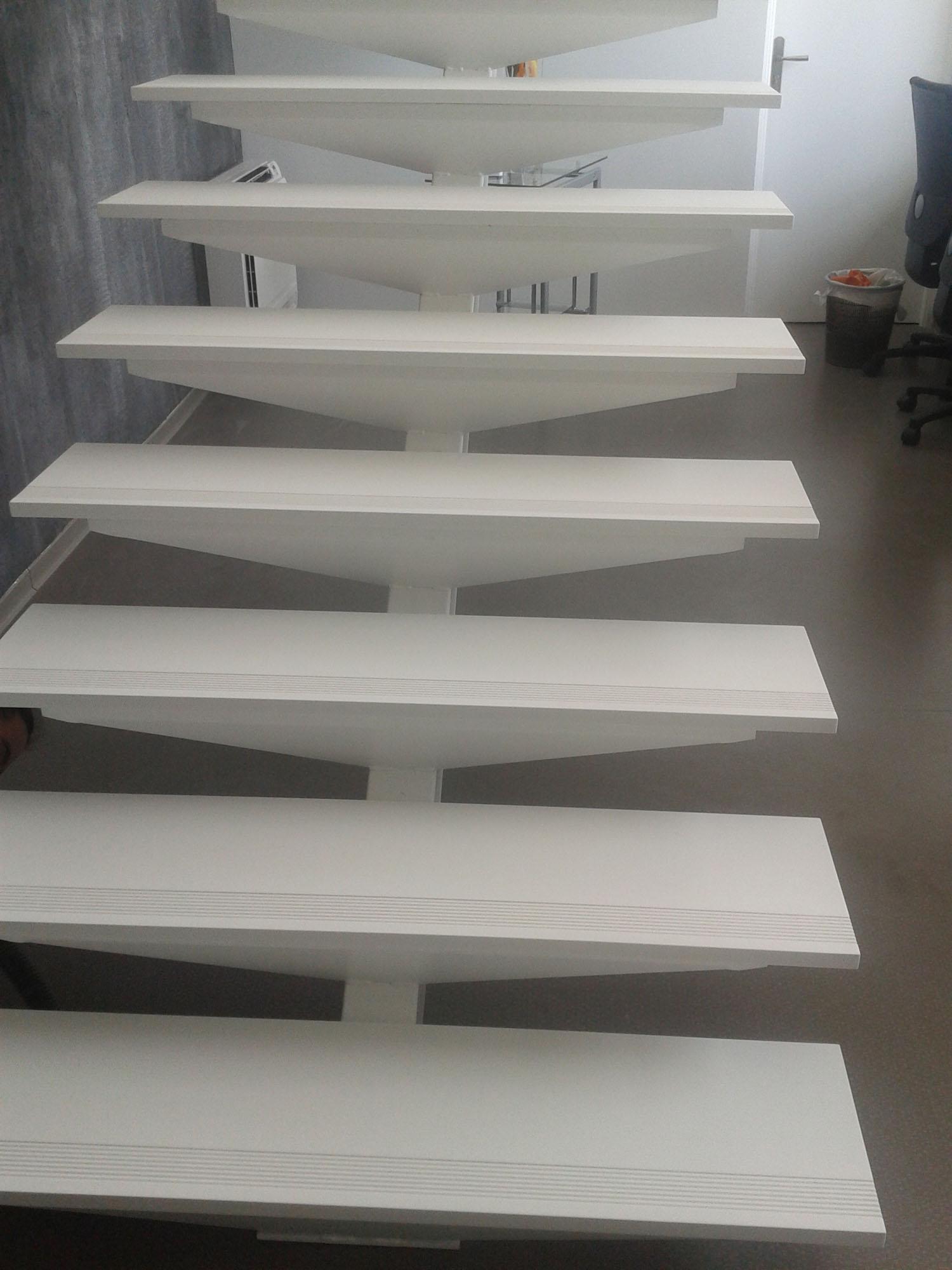 Conception d 39 un escalier en en pierre acrylique naturelle for Escalier en pierre naturelle